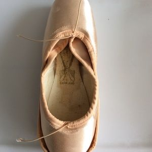 Freed of London Pointe Shoes 5.5X Bell Maker
